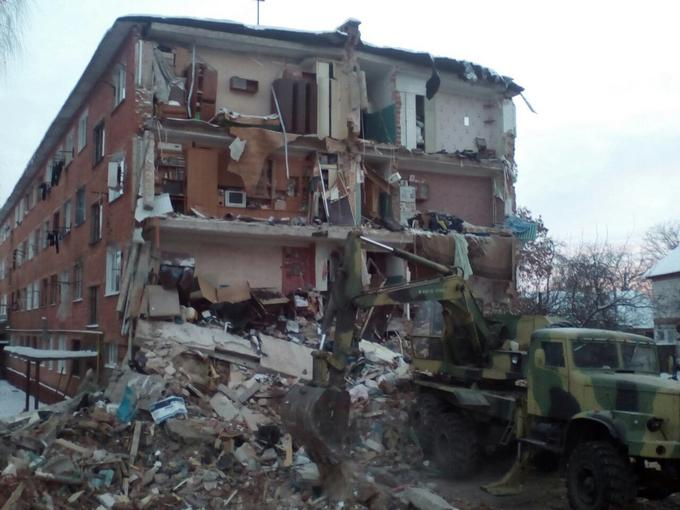 Обрушение дома в Чернигове: появились новые драматичные фото и видео (1)