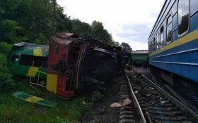 Столкновение поездов под Каменец-Подольским: появились видео с места событий
