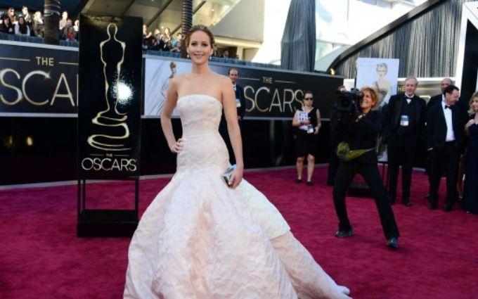 Лучшие платья скрасной дорожки «Оскара-2017»