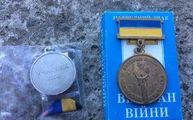 Известный боец АТО получил ржавую медаль, соцсети возмущены: опубликованы фото