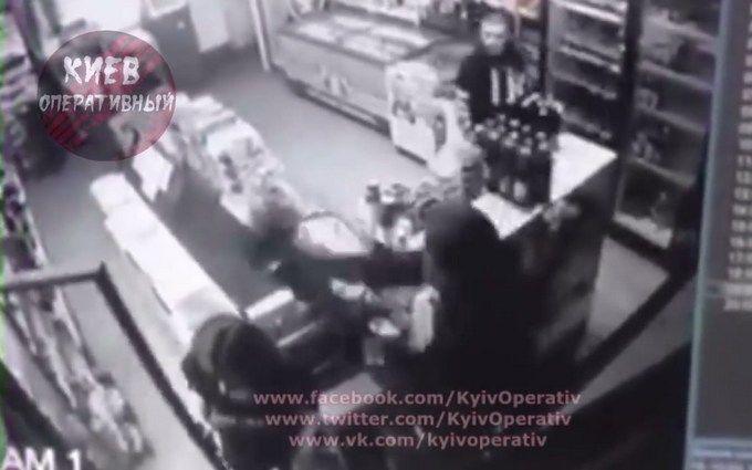 Під Києвом грабіжники побили дівчину цеглою: з'явилося відео інциденту
