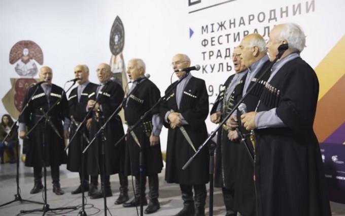 Янгол з мечами та грузинські танці: з'явилося яскраве відео з фестивалю в Києві