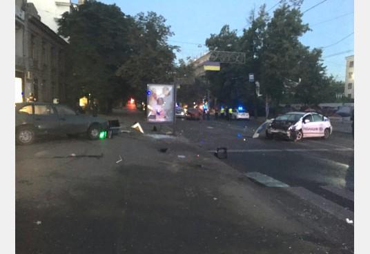 Аварія з поліцією в Харкові: з'явилися фото (1)