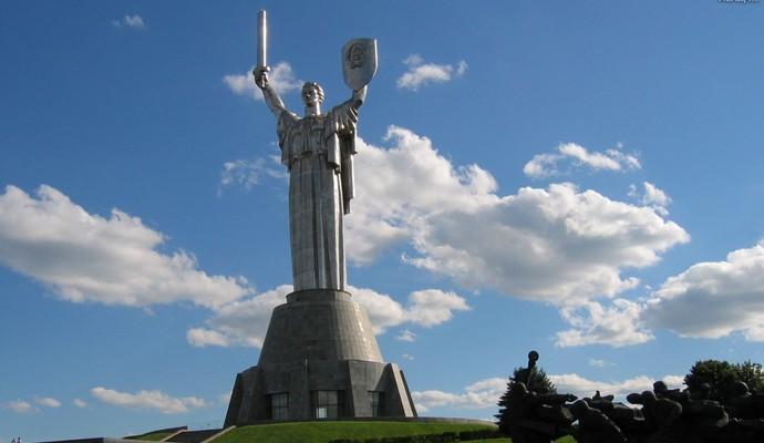 Герб СССР снимут с монумента в центре Киева