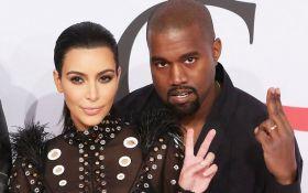 Голливудская пара впервые вышла в свет после слухов о разводе: появилось фото