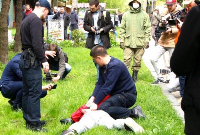 Ровенские копатели заблокировали здание ОГА (1)