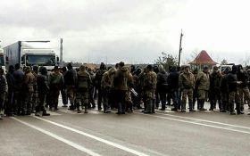 На Рівненщині копачі бурштину перекрили трасу: поліція виклала фото
