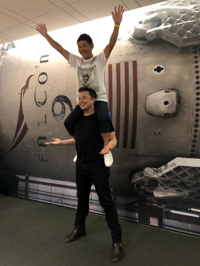 Космічний туризм: SpaceX повідомила, хто першим відправиться на Місяць на найпотужнішій ракеті (1)