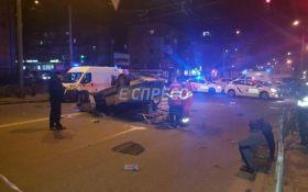 В Киеве перевернулось такси с пассажирами: появились подробности и фото