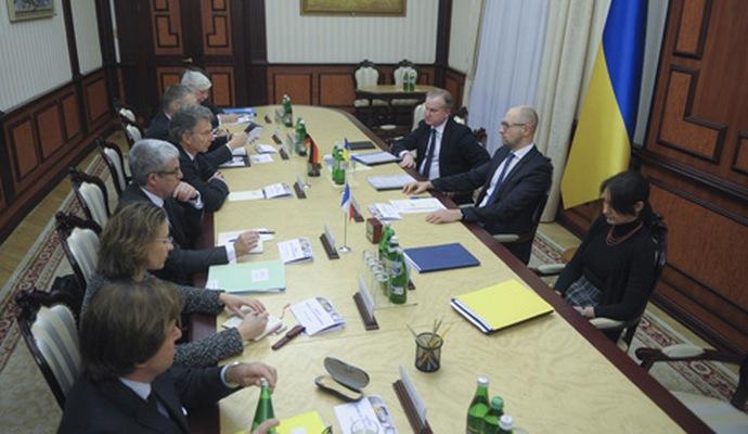 Пройшла зустріч Яценюка з представниками Меркель та Олланда