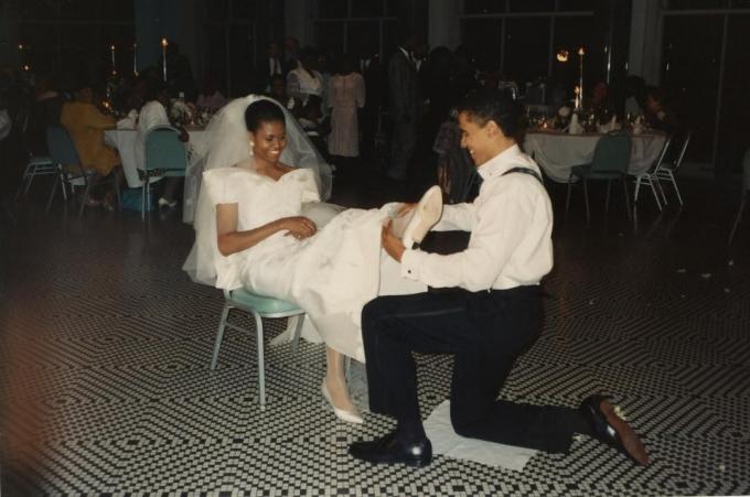Спустя 25 лет мы все еще веселимся: Мишель Обама показала архивное фото со свадьбы (1)