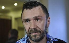 На концерті скандального Шнурова розгорнули прапор України: опубліковано відео
