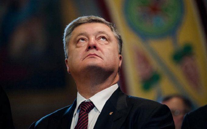 """Це """"кінець"""": в українських містах з'явилися нові провокативні білборди з Порошенко"""