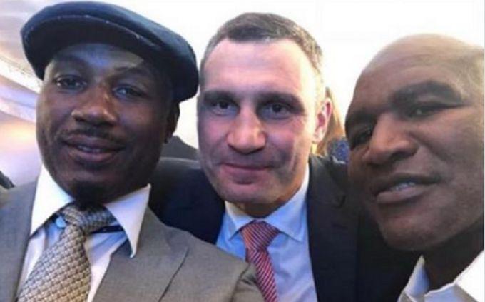 Льюис, Холифилд, Кличко и Усик: в Киеве прошла грандиозная автограф-сессия топ-боксеров