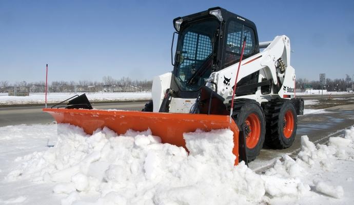 Киевавтодор продолжает работы по уборке снега