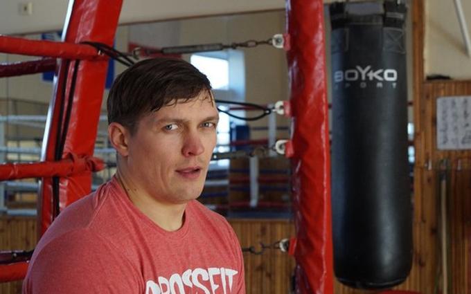 Еволюція Усика: в соцмережах продовжують жорстко висміювати боксера через слова про Крим