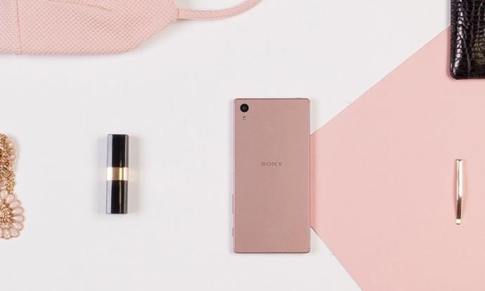 Sony представила смартфон Xperia Z5 в рожевому корпусі