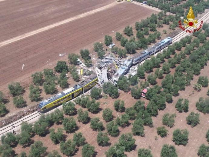 В Італії зіткнулися пасажирські потяги, багато загиблих і поранених: з'явилися фото (1)