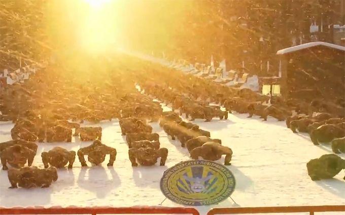 Неменее 2 тыс. харьковских курсантов присоединились кфлешмобу вподдержку ветеранов войны