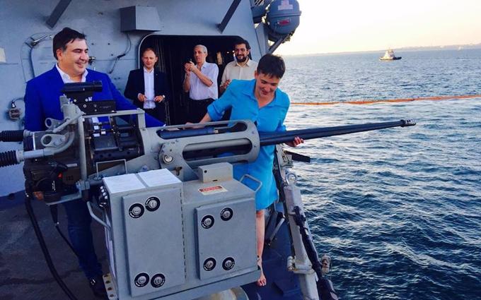 Саакашвілі із Савченко прогулялись на бойовий корабель США: з'явилися фото