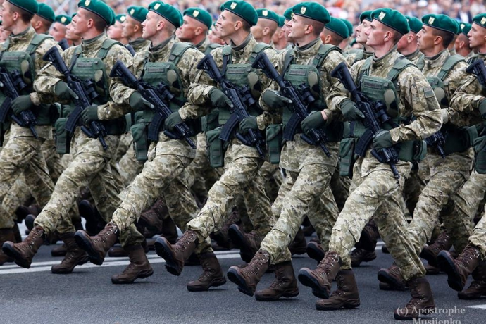 У Луценка побачили цікаву відмінність параду в Києві від параду в Москві: опубліковані фото (1)