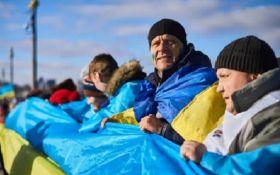 Это нужно увидеть: тысячи людей в Киеве образовали живую цепь ко Дню Соборности