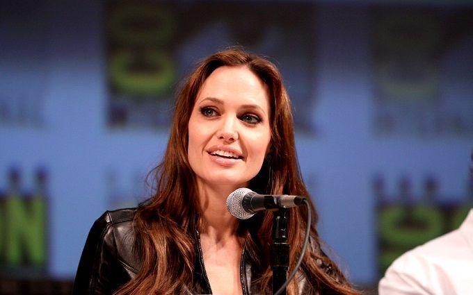 Анджеліна Джолі розлючена через провокацію Бреда Пітта з новою дівчиною - усі подробиці