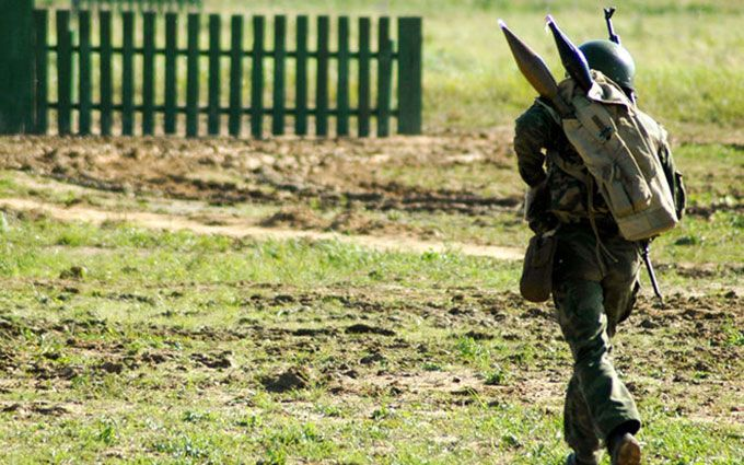 У зоні АТО солдат розстріляв колег: соцмережі повідомляють про його затримання