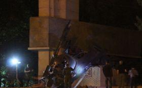 В оккупированном Луганске взорвали памятник боевикам ЛНР: появилось видео