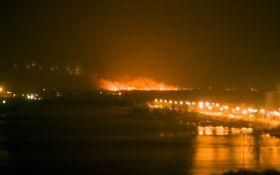 В сети сообщили о мощном взрыве и пожаре в Киеве: появились фото и видео