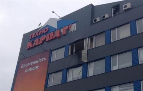 У Мукачеві невідомі обстріляли магазин з гранатомета