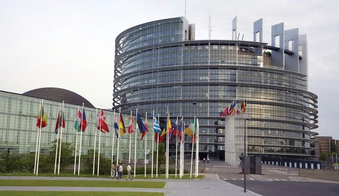 Европарламент рассмотрит резолюции по Польше