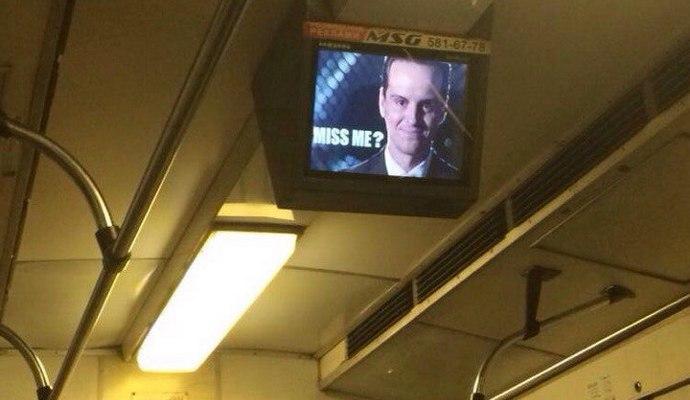 У київському метрополітені зламали монітори і розмістили портрет Моріарті
