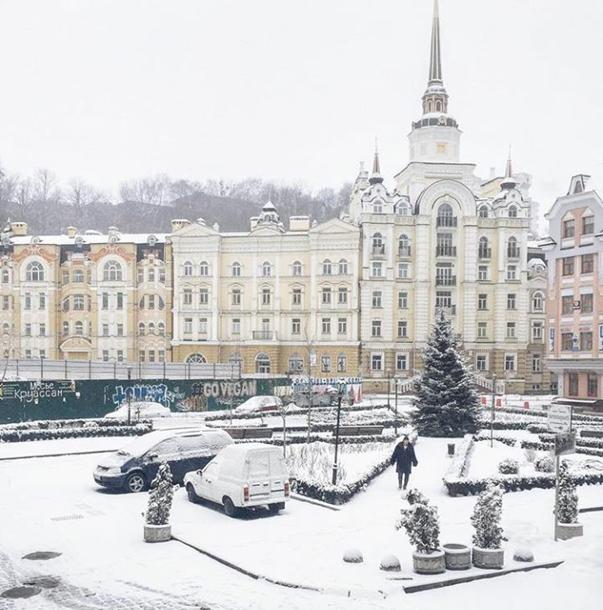 Киев накрыл неожиданный снегопад: в сети публикуют зрелищные фото и видео (2)