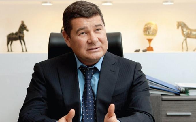 Нардеп Онищенко, що втік, сумує за кордоном: опубліковані фото