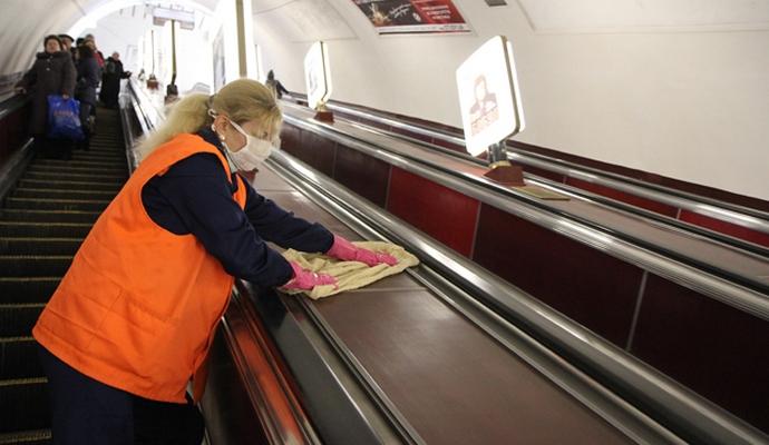 В метро Киева усилили меры профилактики
