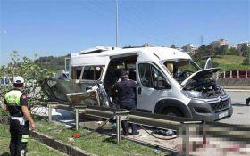 Автобус со студентами взорвался в Стамбуле, есть пострадавшие: опубликованы фото
