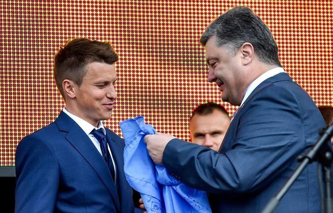Сборную Украины торжественно провели на Евро-2016: опубликованы фото и видео