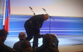 Жириновский упал прямо на сцене - появилось видео курьезного момента