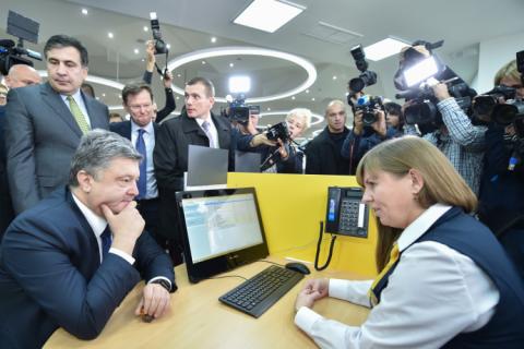 Робоча поїздка президента почалася з відкриття Центру обслуговування громадян Одеської міської ради (8 фото) (6)