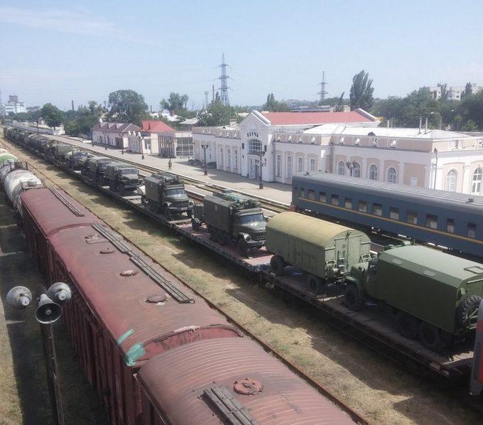 Стягування російських військ до Криму: з'явилися фото і відео (1)