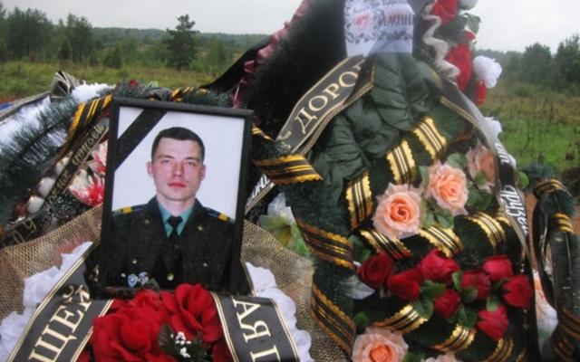 """""""Они там были"""": СМИ показали фото памятников военных РФ, которые погибли на Донбассе (1)"""