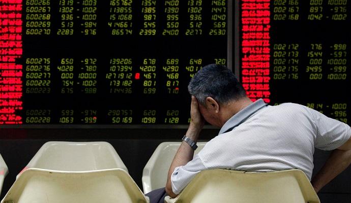 Китай закрыл торги на бирже из-за сильного обвала акций