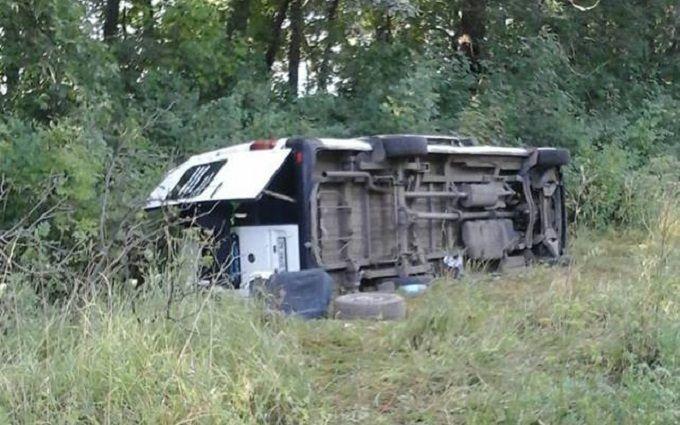 У Хмельницькій області перекинувся автобус із паломниками: з'явилося фото