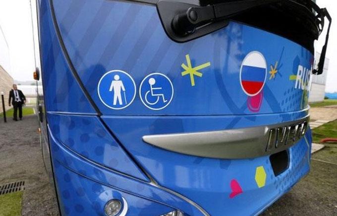 Автобус збірної Росії на Євро-2016 підірвав інтернет: з'явилося фото