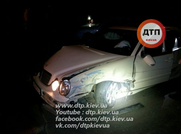 У Києві в масштабній ДТП постраждали сім авто: з'явилися фото (1)