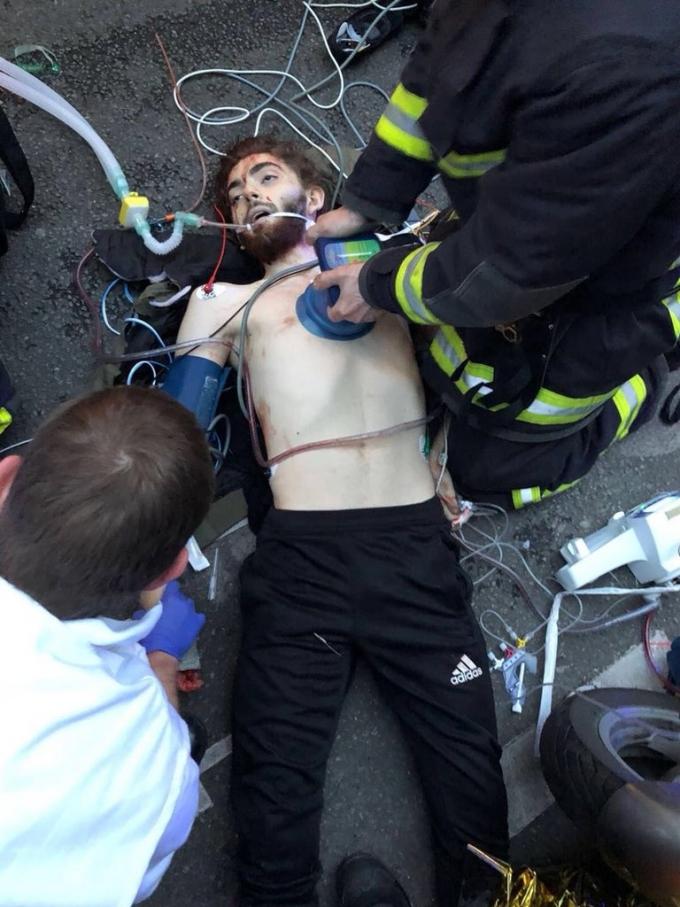 В Париже неизвестный устроил кровавую резню: опубликованы фото и видео (2)