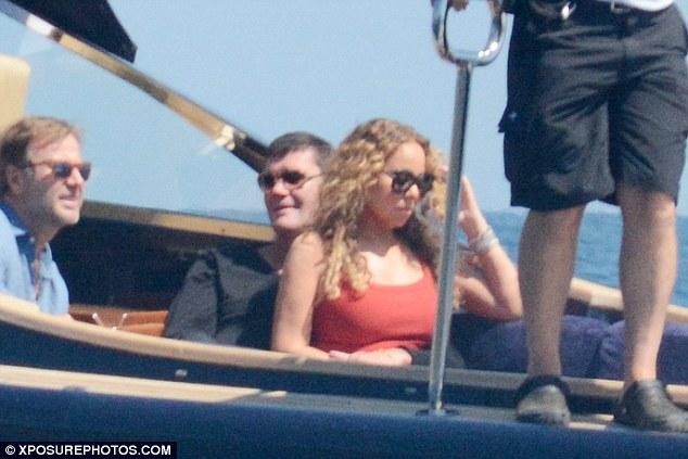 Знамениту поп-діву зловили в обіймах нареченого-мільярдера на яхті: з'явилися фото (1)