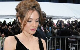 Суд зобов'язав Анджеліну Джолі піти на поступки Бреду Пітту