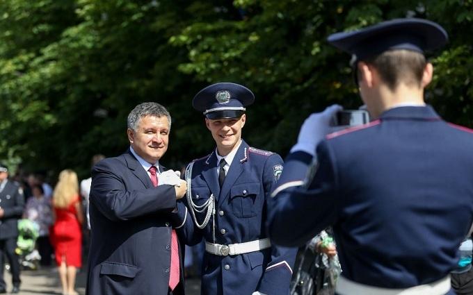 Аваков виклав яскраві фото перших поліцейських-випускників Академії МВС